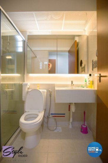 Smaller-sized bathroom with plenty of bright lighting