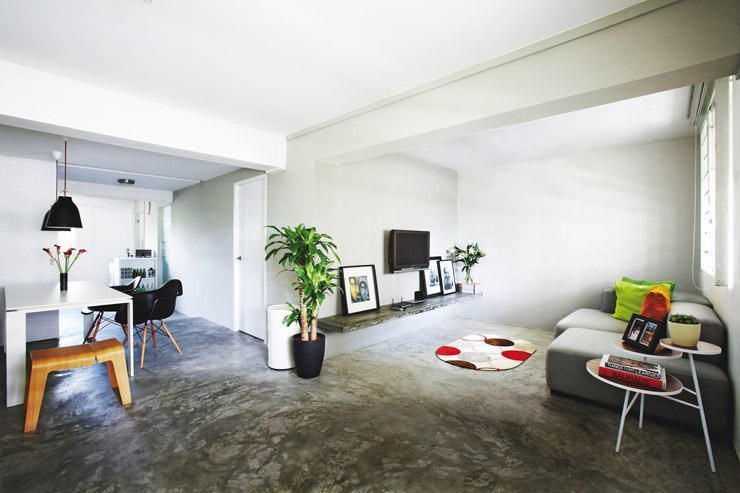 Living room in an apartment with cement screed flooring