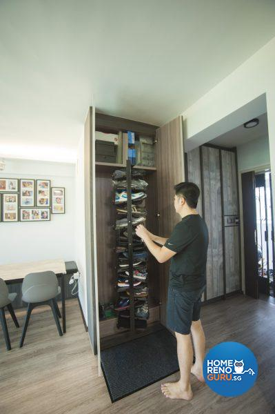 This amazing shoe rack is home to up to 60 pairs of shoes!