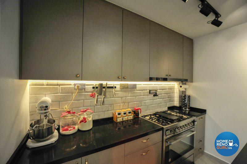 Cove lighting illuminates the kitchen counter and the brick veneer tiled splashback