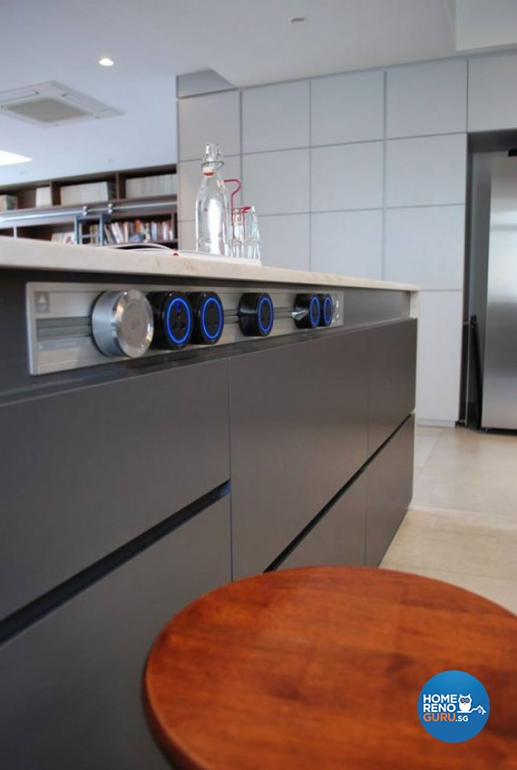 Contemporary, Modern Design - Kitchen - Condominium - Design by Designscale Pte Ltd