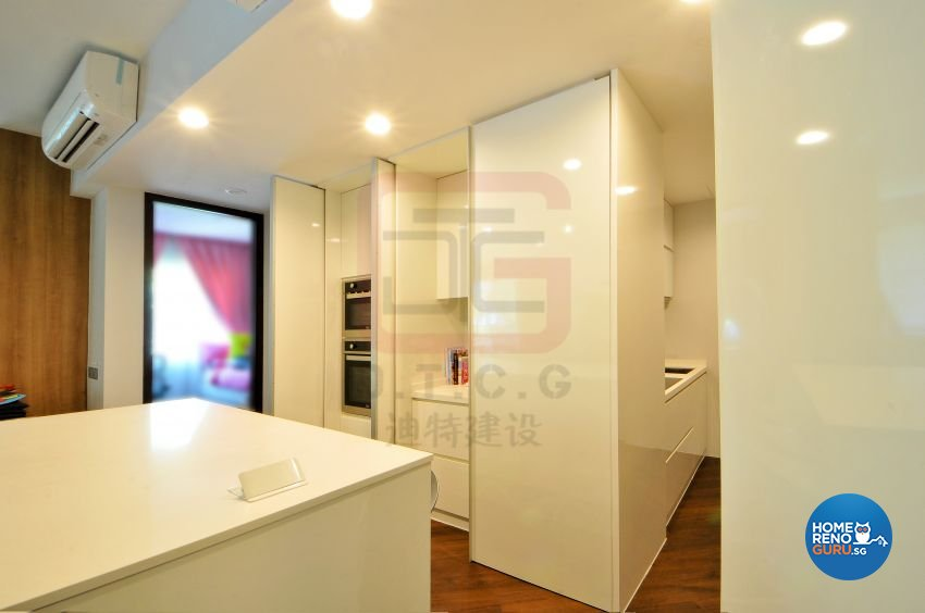 Contemporary, Modern, Resort Design - Kitchen - Condominium - Design by DT construction group Pte ltd