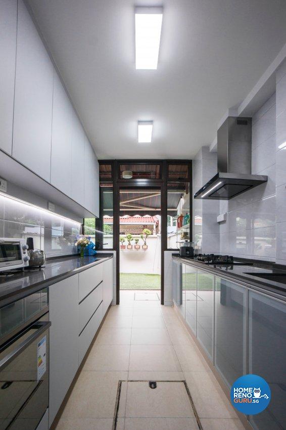 Contemporary Design - Kitchen - Landed House - Design by Flo Design Pte Ltd